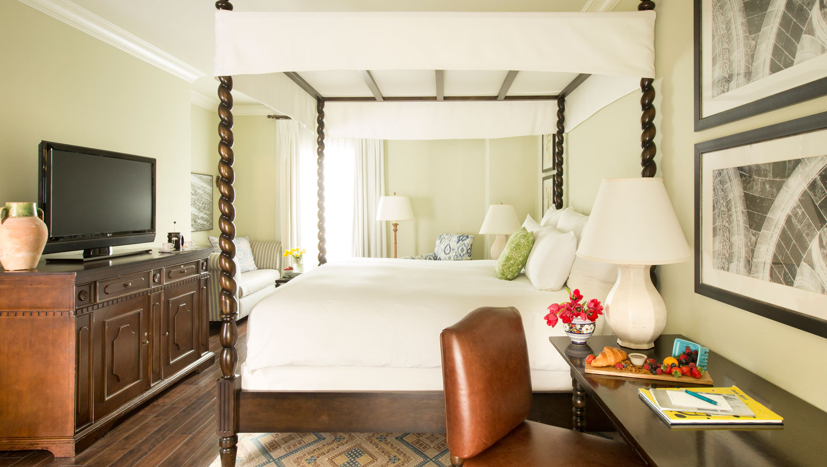 king bedded accessible guestroom with four poster bed