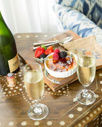 champagne and fruit welcome amenity